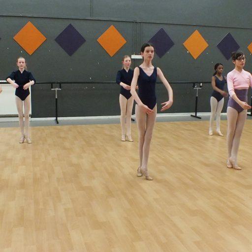 ballet class dancers in ballance